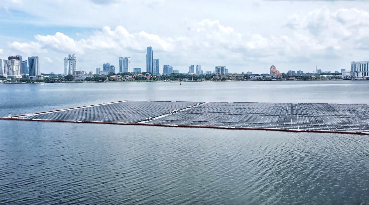 Worlds largest offshore photovoltaic farm in singapore